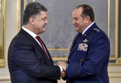 Ukrainian President Petro Poroshenko and commander-in-chief of the allied NATO forces in Europe, General Philip Breedlove